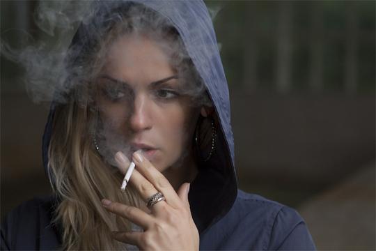 smoke smells, smell, woman, smoker, smoking